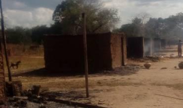 Muçulmanos matam cinco cristãos e incendeiam 120 casas em Moçambique