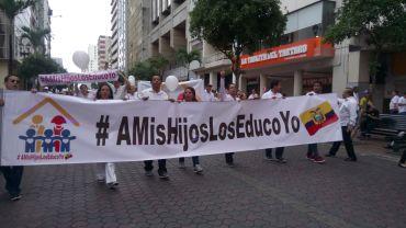 Equatorianos marcham contra o aborto e a ideologia de gênero